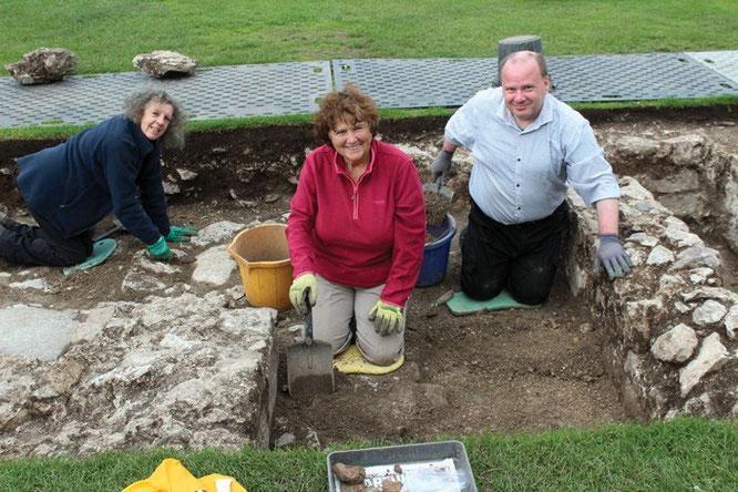Les fouilles récentes de la partie extérieure du château, effectuées par le Dyfed Archaeological Trust, ont révélé les fondations d'un bâtiment domestique de haut rang. Serait-ce le lieu de naissance de Henri VII ? Crédit : Dyfed Archaeological Trust