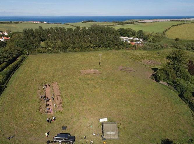 Une vue aérienne de l'excavation DigVentures, qui a peut-être permis de découvrir des preuves du monastère perdu d'bbe. (IMAGE: DigVentures / Aerial-Cam)