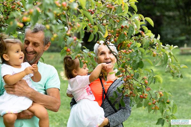 Enfant et Grands-parents le temps d'une photo - Jérémy Legris Photographe - Grenoble