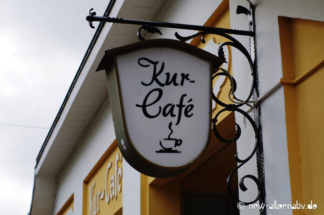 """Schild """"Kur-Cafe"""" in Bad Sassendorf."""