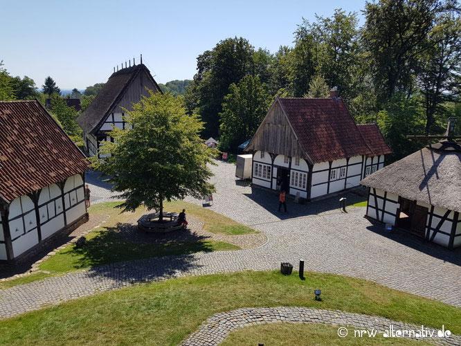 Blick auf das Bielefelder Bauerhaus-Museum von der Mühle aus gesehen.