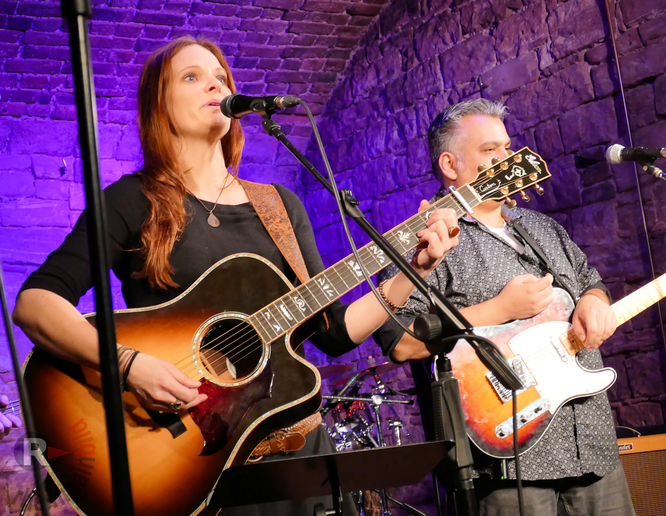 """Ann Doka & Band live im Kulturwerk Frankfurt """"Die Fabrik"""" © picture corporate/Klaus Leitzbach"""