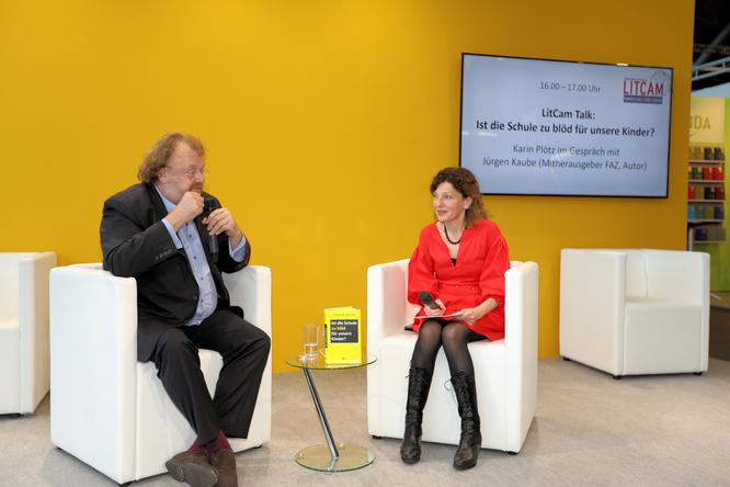 Karin Plötz im Gespräch mit Jürgen Kaube (Mitherausgeber FAZ, Autor © FFM PHOTO / Klaus Leitzbach