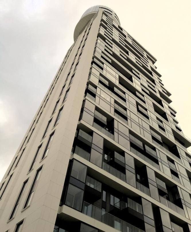 Der neue Henninger Turm © dokubild.de / Klaus Leitzbach