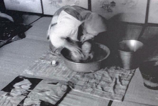 後間もない母と奈良の写真。弘前 1959年