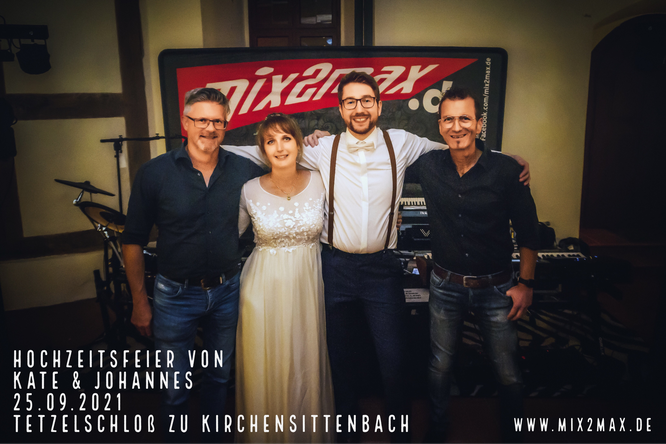 Hochzeitsfeier von Kate & Johannes, am 25.09.2021 im Tetzelschloß zu Kirchensittenbach, mix2max Hochzeitsband & Partyband