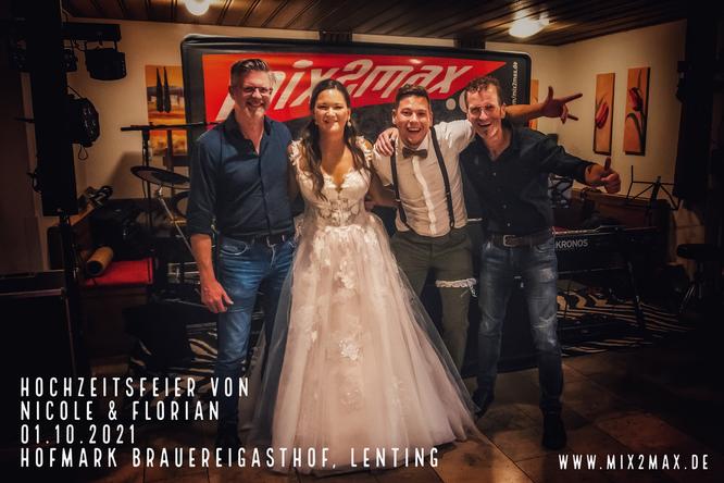 Hochzeitsfeier von Nicole & Florian, am 01.10.2021 im Hofmark Brauereigasthof in Lenting. mix2max Hochzeitsband & Partyband