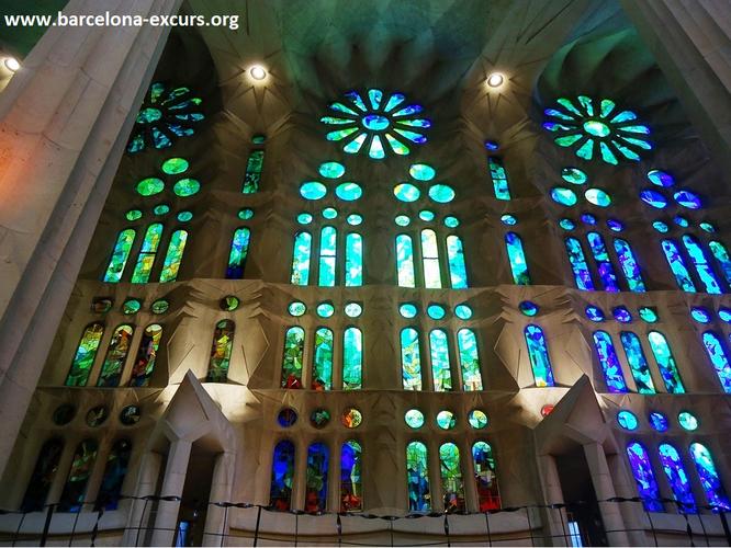 Саграда Фамилия, Барселона. Витражи храма