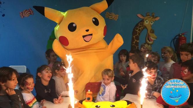 mascotte pokemon pikachu roma