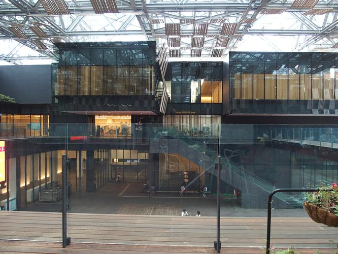 会場となった市民交流ホールやアリーナ、市役所を擁するアオーレ長岡