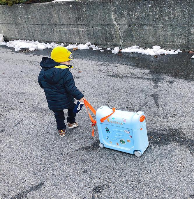 Gioele durfte seine BedbBox von Stokke mit seinen Lieblings-Spielzeuge füllen. Mehr Infos dazu folgen.
