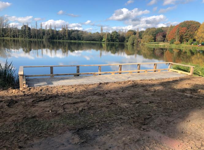 Poste de pêche pour personne à mobilité réduite à l'étang de la Rosaie