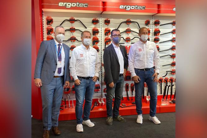 Von links nach rechts:  Burkhard Storck (Geschäftsführer ZIV), Wilhelm Humpert, Cem Özdemir, Jens Stahlschmidt ©Humpert