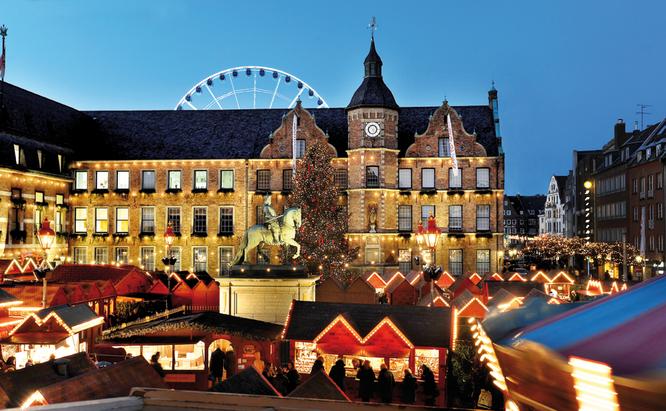 Weihnachtsmarkt am Rathaus Duesseldorf