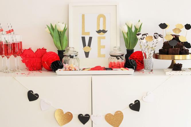 Bild: Valentinstag, Last-Minute Geschenkideen, Dekoration für Valentinsag, Rezepte Valentinstag, Candybar, Sweet table, Partystories