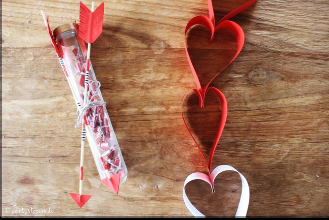 Bild: DIY Geschenk Dates im Glas, Valentinstag, Hochzeitsgeschenk, gefunden auf Partystories.de