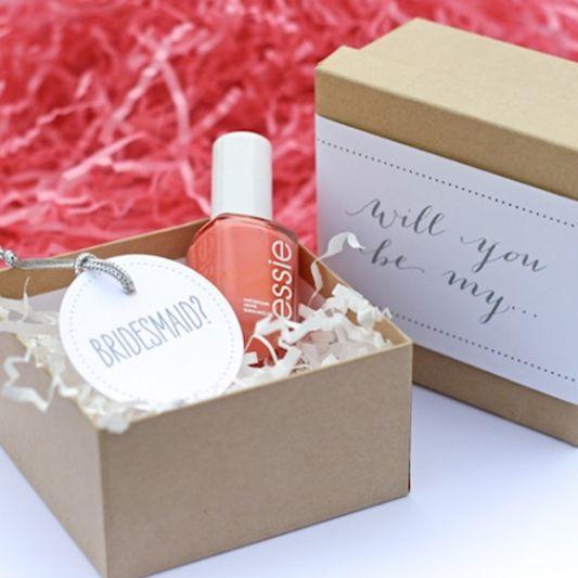 Bild: Geschenkideen für Trauzeugin und Brautjungfern, gefunden auf Partystories.de, Nagellack in der Box  DIY von FloridianSocial