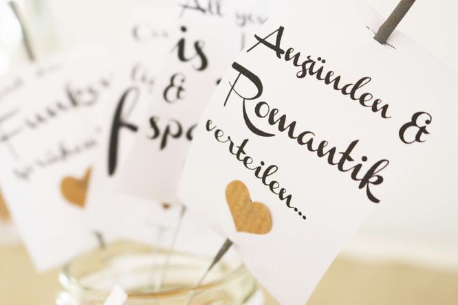 Bild: Vorlage für Wunderkerzen Anhänger zum ausdrucken, DIY Wunderkerzen Deko, Wunderkerzen für die Hochzeit dekorieren mit Printable als Vorlage zum Download auf www.Partystories.de