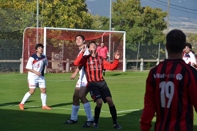 Imagen del partido de la primera vuelta que terminó con derrota del Laudio por 2-1.
