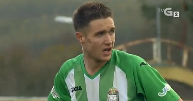Joseba Beitia anotó el 2-1 de penalti ante el Coruxo. Foto: TVG