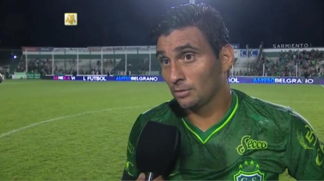 Carlos Bueno estrenó su cuenta goleadora con Sarmiento. Foto: www.futbolparatodos.com.ar