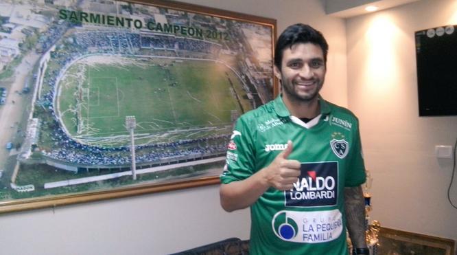 Carlos Bueno, en su presentación con el Club Atlético Sarmiento: Foto: @CASarmientoOf
