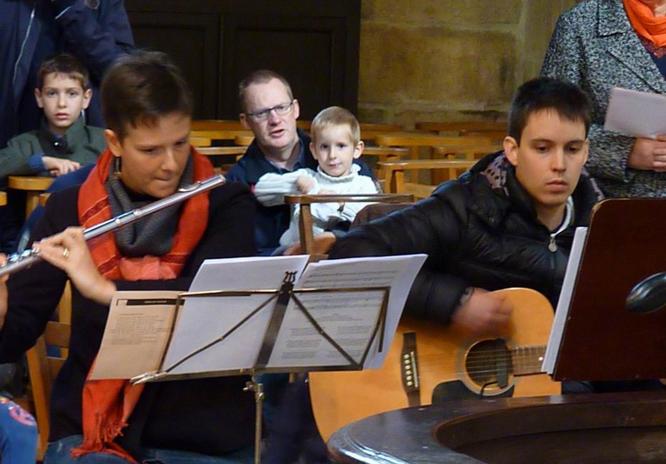 Messe de clôture de la semaine missionnaire, à St Melaine, animée par les jeunes musiciens de la Paroisse