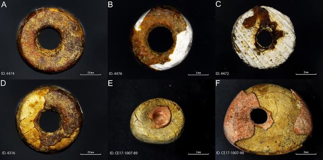 Les six fausses perles 'ambre', montrant clairement leurs origines de mauvaise humeur. Credit : ODRIOZOLA ET AL., 2019