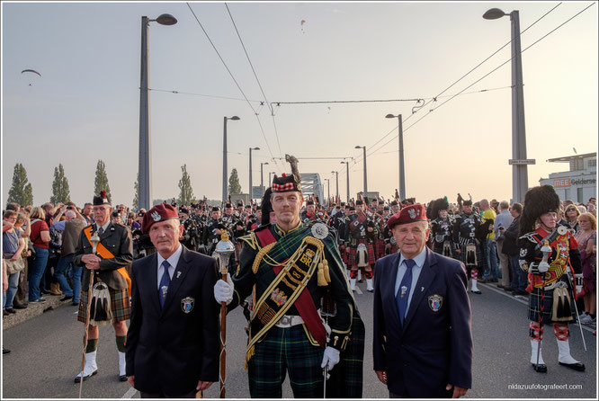 John Frostbrug Arnhem, Scottish Bags & Pipes, Poolse Airborne veteranen, Airborne, brug te ver, slag om Arnhem, operation Market Garden