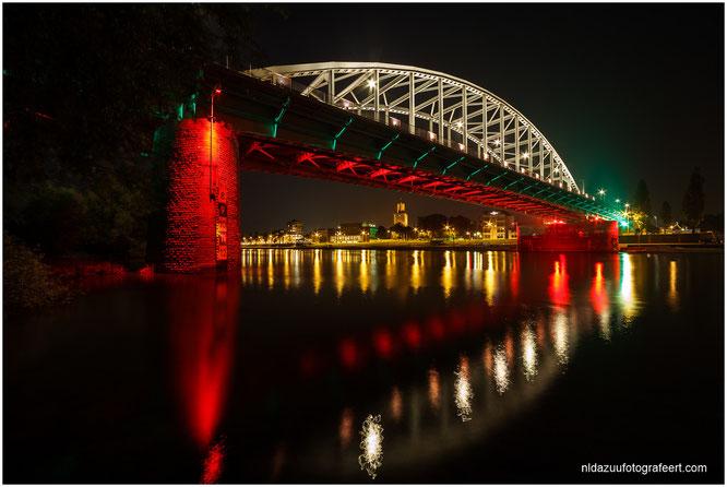 Arnhemse Rijnbrug 'John Frostbrug' in diverse kleuren