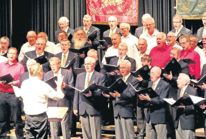 Stimmgewaltiges Finale mit dem mehr als 50-köpfigen deutsch-kanadischen Männerchor aus Flein und Calgary
