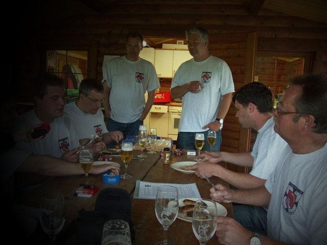 Grillung anlässlich der Pressekonferenz an der Grillhütte des VfL-Grafenwald