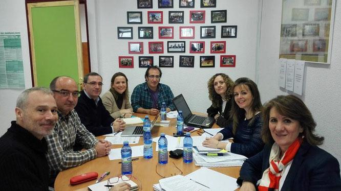 Docentes del centro durante una reunión preparatoria del proyecto