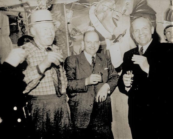 Karneval bei Kolping 1953: v.l. Josef Setz (Onkel), Josef Weber (Altsenior) und Franz Keite