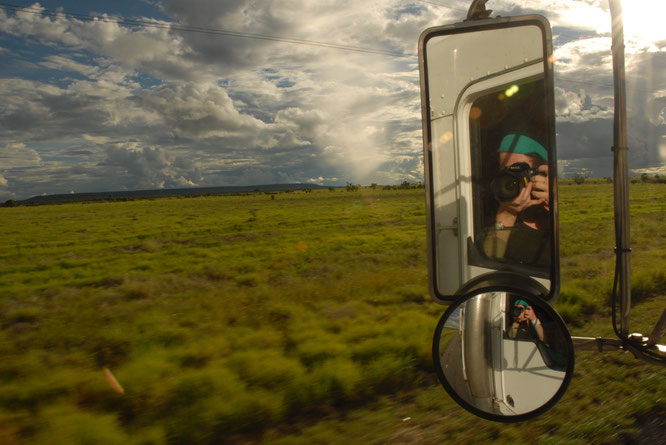 Hitchhiking in a truck through the Aussie land.