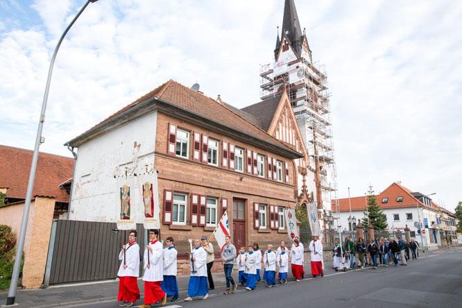 Gruppenfoto der Messdiener Groß- und Klein-Zimmern bei der Messdienereinführung 2017