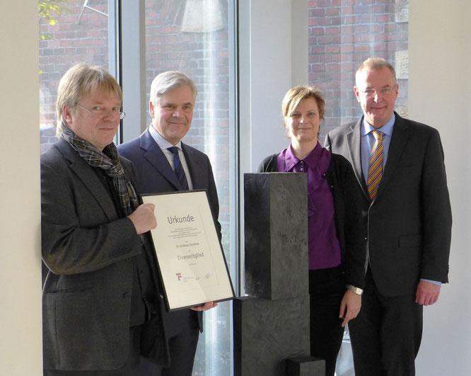 Burkhard Leismann (Museumsdirektor), Dr. Andreas Dombret, Silke Anne Linnemann (Vorsitzende Förderkreis Kunstmuseum Ahlen e.V.), Benedikt Ruhmöller (Bürgermeister der Stadt Ahlen) (v.l.n.r.)