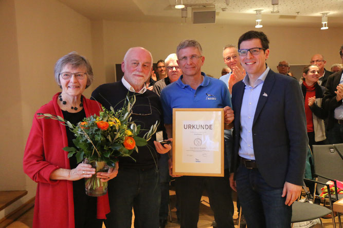 Das unermüdliche Engagement von Harald Jacoby wird mit der Lina-Hähnle-Medaille geehrt - Foto: NABU/C. Wild (v.l.n.r. Heide Jacoby, Harald Jacoby, Uwe Prietzel, Johannes Enssle)