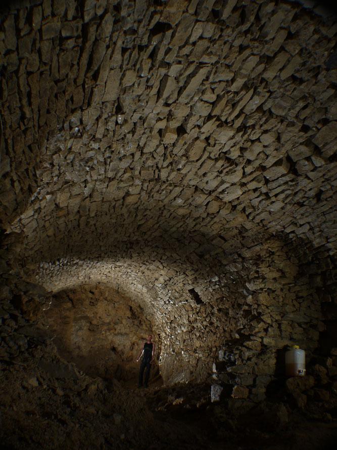 Trockenmauerwerk bietet viele Spalträume für Überwinterung von Fledermäusen