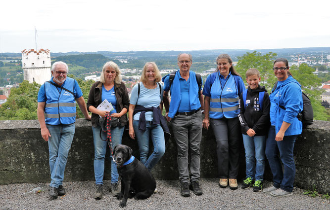 """Mitglieder des NABU Ravensburg die die Zählaktion begleitet haben. Mit dabei war auch Hündin """"Banja"""" von Sabine Brandt."""