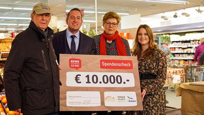 Spendenübergabe von REWE an den NABU, ans Tierheim Düsseldorf und an das Kinderhospiz Regenbogenland