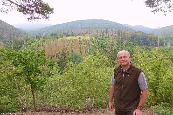 Blick in den Nationalpark am Christianseck mit Ranger Joachim Reinhardt (Foto: Wolfgang Lübcke)