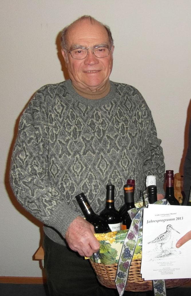 Unser Ehrenvorsitzender Otto Burger mit seiner Zeichnung vom Vogel des Jahres 2013