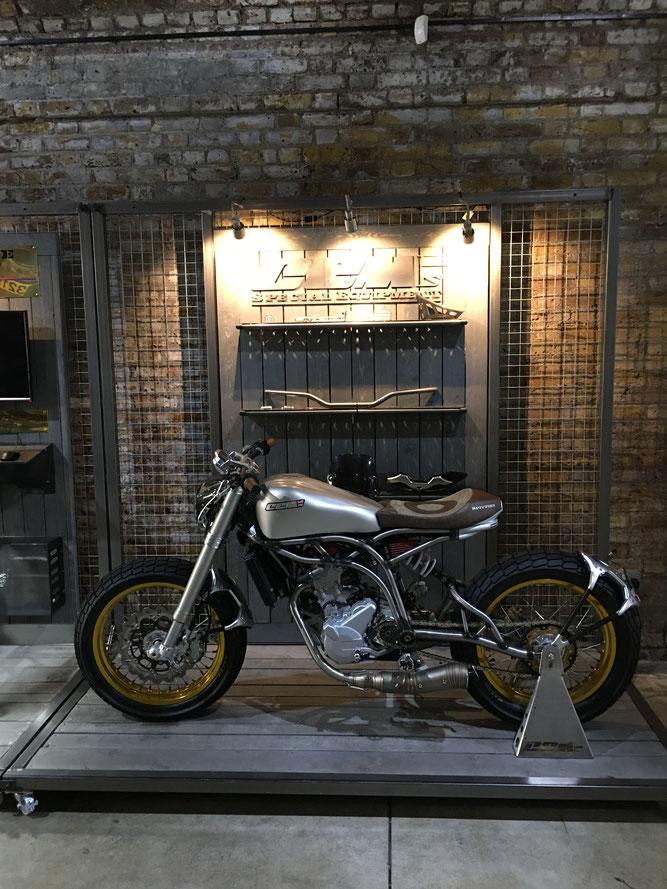 Cafe Racer ロンドン カスタムバイク カスタムショップ フレームメーカーCCM
