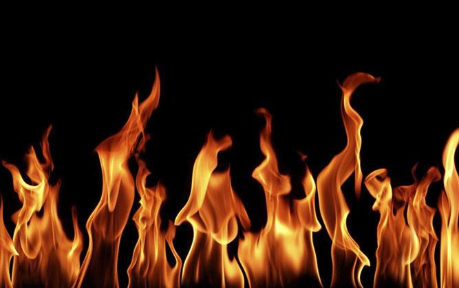 immagine fuoco su sfondo nero