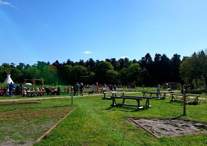 Viele hundert Besucher feierten bei schönstem Sonnenschein mit uns die Einweihung