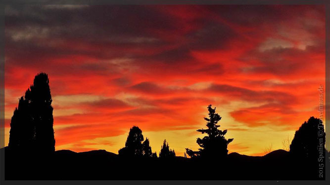 Schwarz-rot-gold - Farben am Himmel von Pepe. 18.30 Uhr