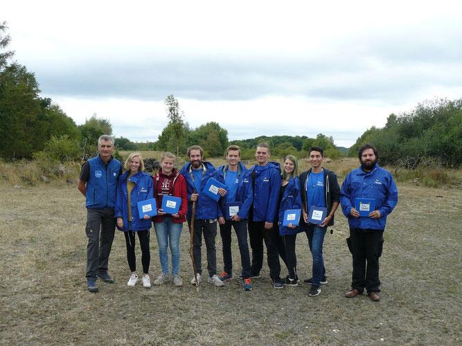 Die Studentinnen und Studenten mit Axel Kaiser, ehrenamtlicher Mitarbeiter und Exkursionsleiter der NABU-Gruppe Koblenz und Umgebung, auf der Schmidtenhöhe