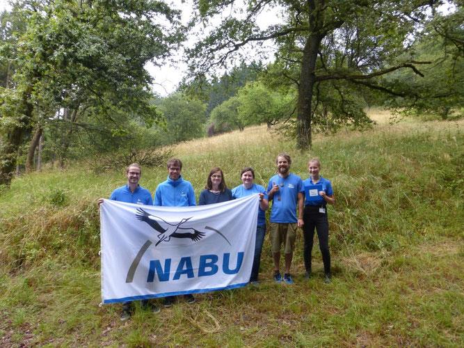Die 1. Vorsitzende des NABU Daaden Sigrid Schmidt-Fasel (3. v. l.) und Vertreter der Regionalstelle Rhein-Westerwald begrüßten die Mitarbeiter der Informations- und Werbekampagne.