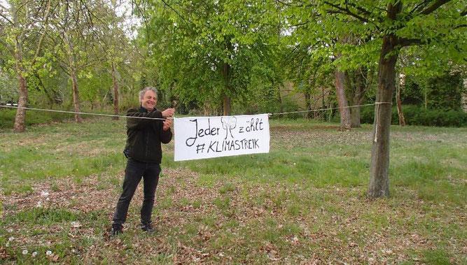 """""""Jeder Baum zählt"""" - Unser Protest zum Klimastreik im Frühjahr. Foto: Kienappel"""